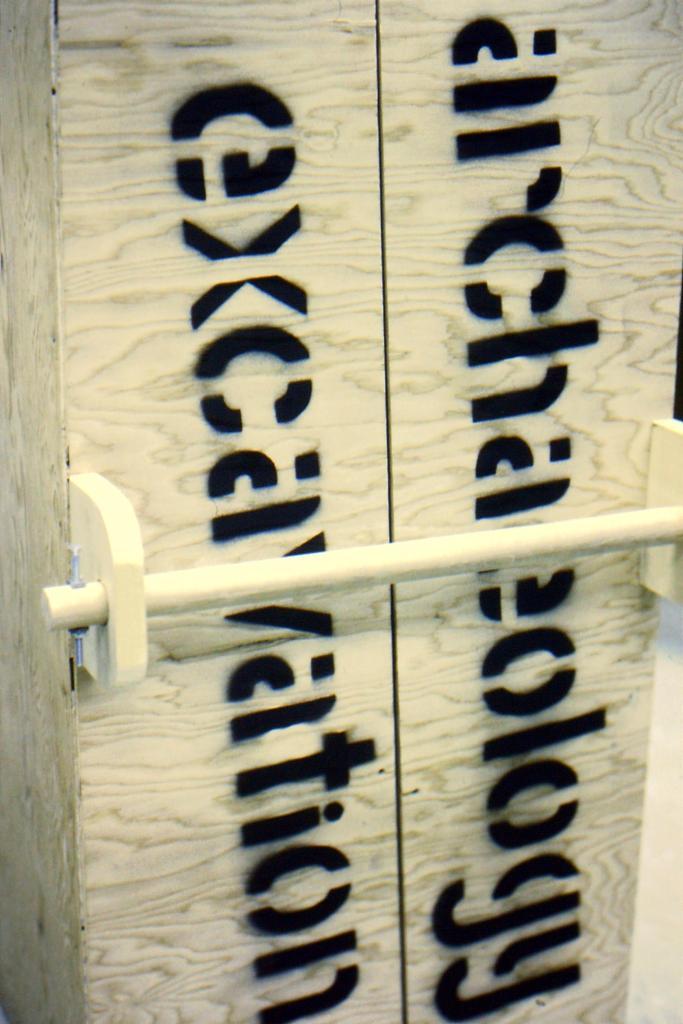 travelling exhibit case handle