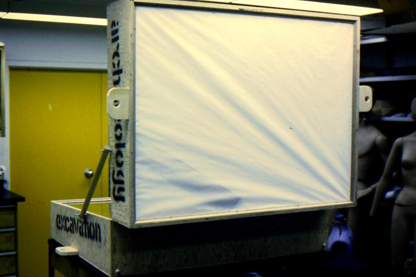 Lid of the travelling case with a rear projection screen